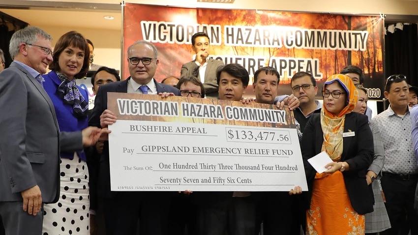 'We owe Australia a lot': Refugee community donates $160,000 to bushfire relief, offers up tradie
